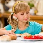 copil-alimentatie-independenta